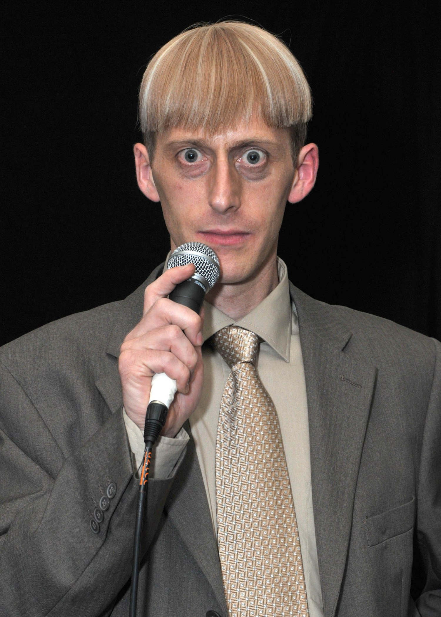 Brett Sirrell is the only Gareth Keenan (Mackenzie Crook) lookalike in the UK. A professional Magician and entertainer for over 20 years,  performing for countless corporate clients and events across the world. Fast thinking, quick witted and with a natural sense for great comedy that just cannot be taught - also TA trained to kill (only at weekends).